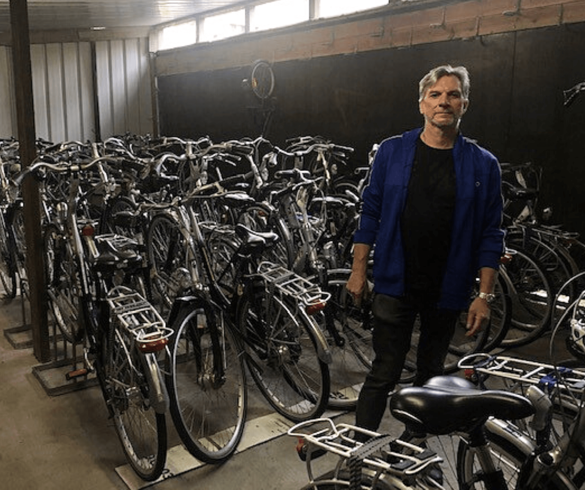 Wijk-werken op woensdag: Jan uit Bornem onderhoudt (jouw?) huurfiets
